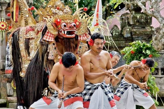 bali tour package - adi ubud tour - barong and keris performance-bali tour package